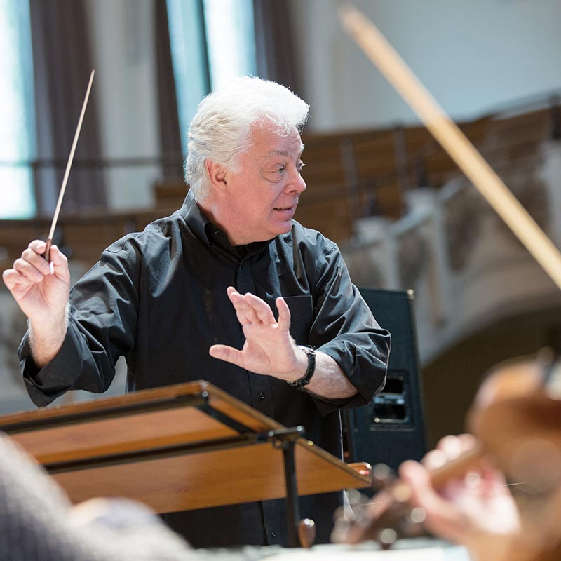 London Chamber Orchestra's Christopher Warren-Green conducting